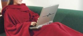 Одеяло с рукавами. Сочетание классического пледа с удобным нарядом